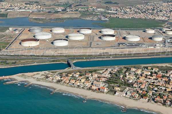 Beach near the oil depot of Frontignan