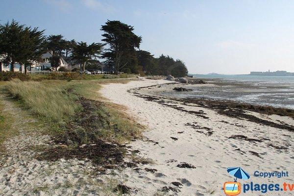 Photo de la plage à l'entrée de la presqu'ile de Perharidi