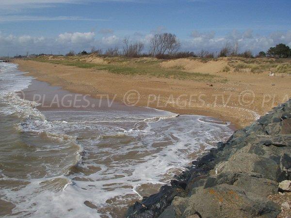 Digue et plage de l'Eperon à Aiguillon