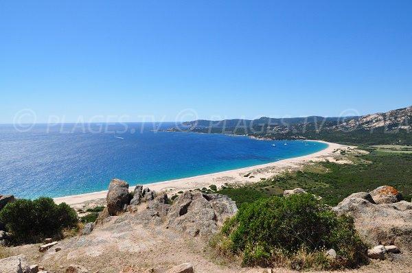Vue générale de la plage d'Erbaju dans le sud de la Corse