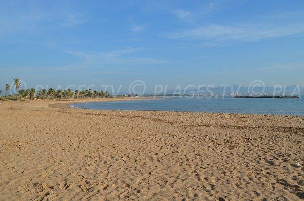 Une anse de la plage de l'Esclamandes de St Aygulf