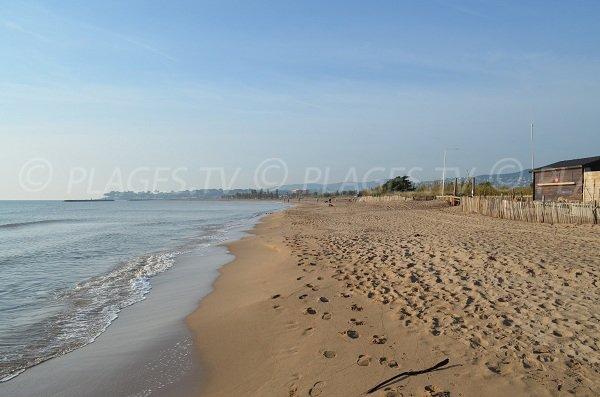 Strand in der Nähe des Teiches Villepey
