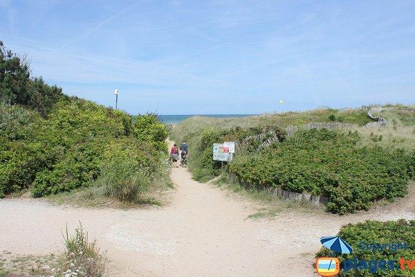 Access to Saint Laurent sur Mer beach