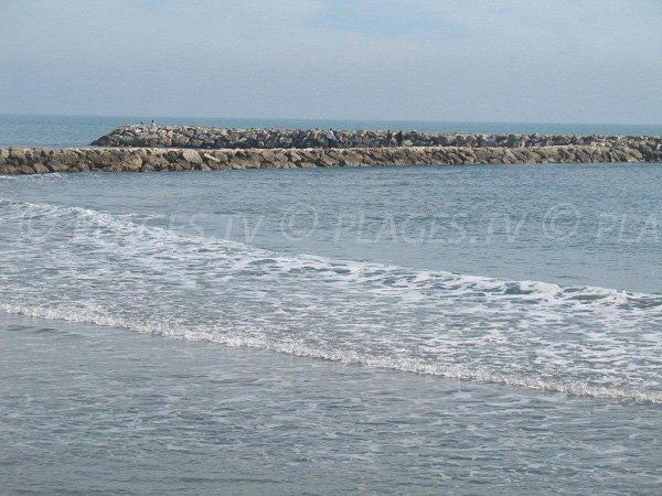 Dikes on the east beach of Saintes Maries de la Mer