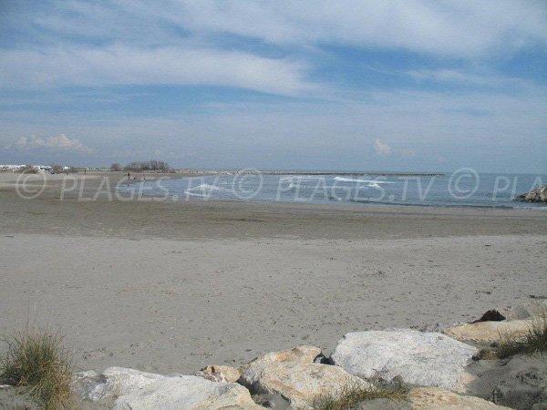 Plage de sable à l'est des Stes Maries de la Mer