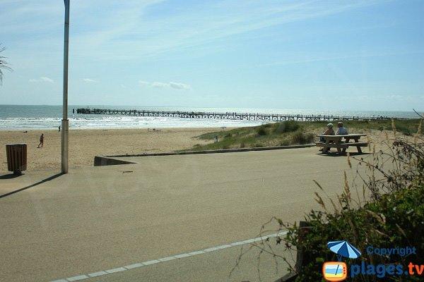 Natural ambiance of Estacade Beach
