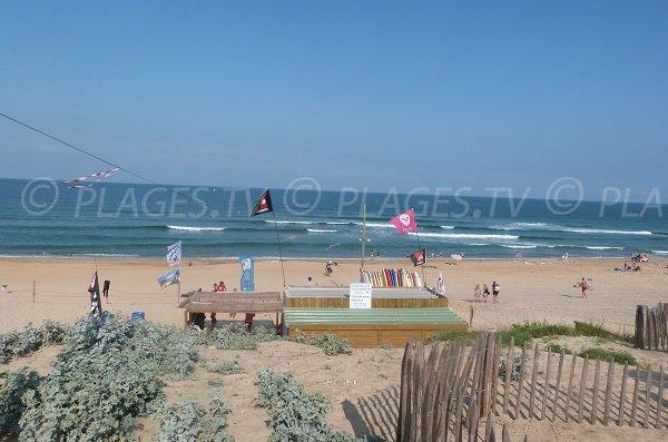 Ecole de surf sur la plage des Estagnots à Seignosse