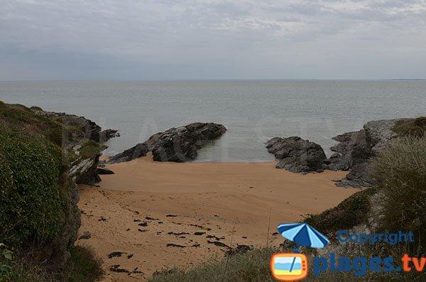 Crique de sable sur le chemin de la plage de l'étang - Pornic