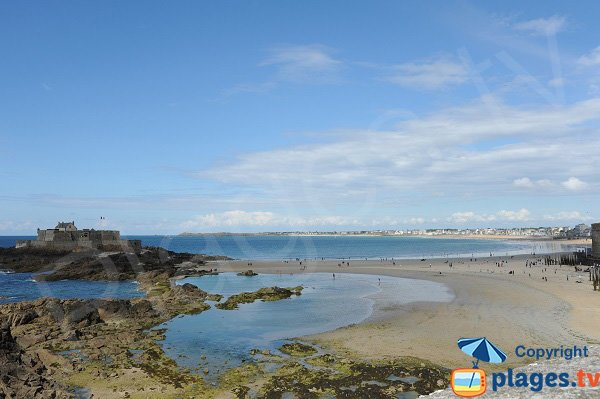 Spiaggia vicino al Fort National di Saint Malo