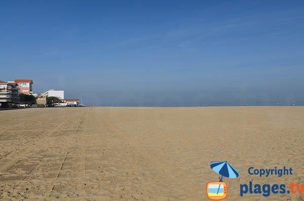 Photo de la plage d'Eyrac à Arcachon à proximité du port