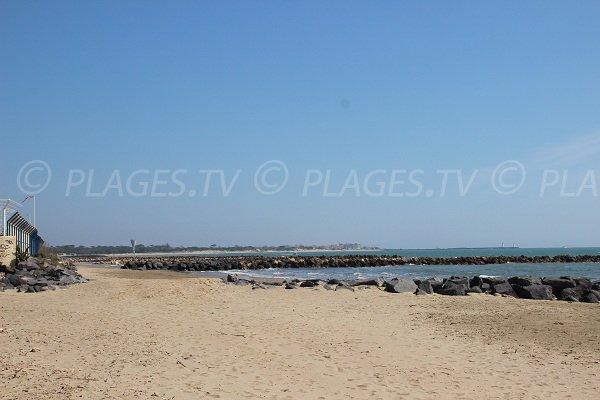 Plage de la Farinette avec vue sur la plage du Clot de Vias