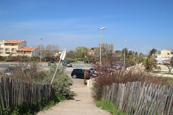 Parking et accès à la plage de Farinette à Vias