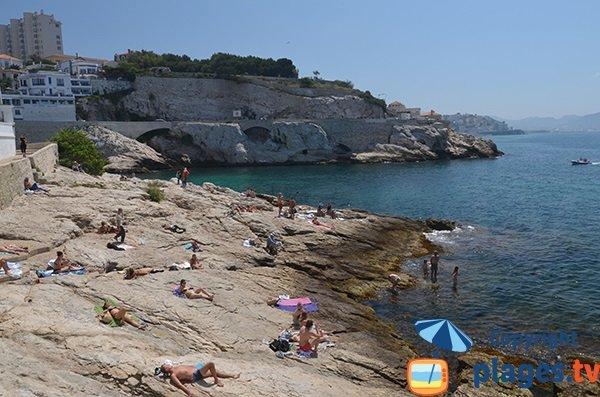 Vue sur la baie de Marseille depuis l'anse de la Fausse Monnaie
