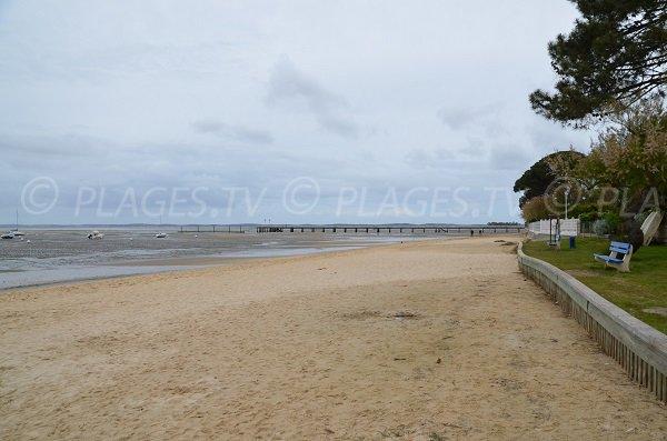 Photo de la plage à Andernos les Bains entre le centre et le port de Bétey