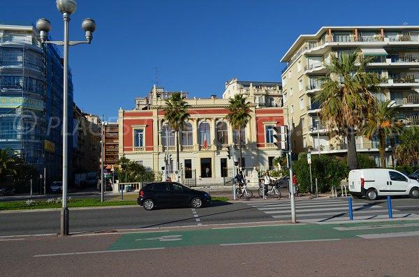 Plage en face du centre universitaire Méditerranéen
