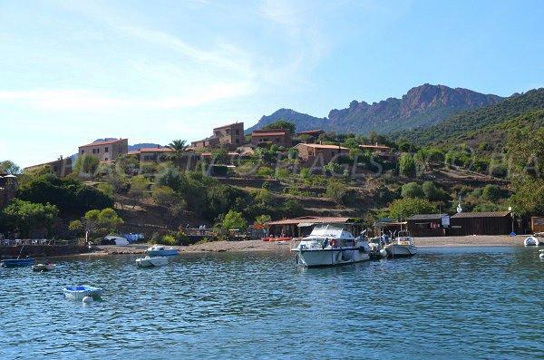 Village de Girolata et plage de Focaghia