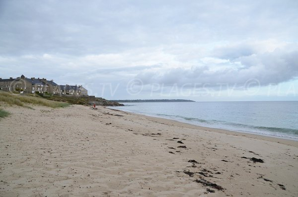 Beach near thalassotherapy center of Arzon