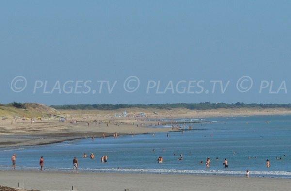 Nudist beach in Isle of Rhé - France