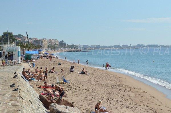 Plage Font Veyre à Cannes la Bocca sur le Bd du Midi