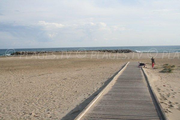 Accès à la plage de la Fontaine à Sète pour les personnes à mobilité réduite