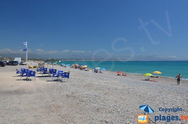 Poste de secours et snacks sur la plage de la Fontonne - Antibes