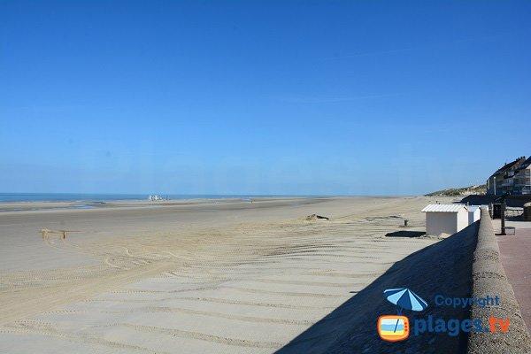 Vue sur les dunes au nord de la plage centrale de Fort Mahon