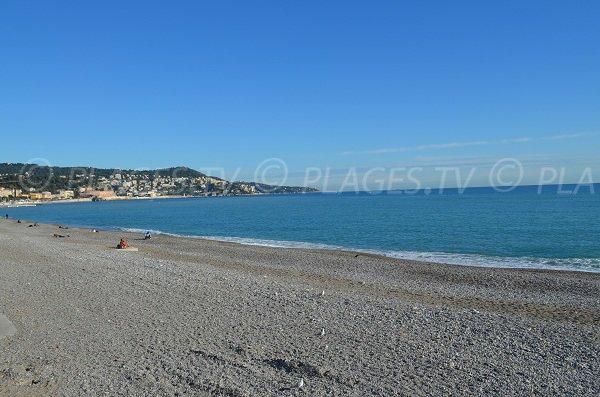 Vue sur Nice depuis la plage du Forum