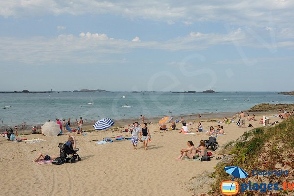 Fosse aux Vaults beach in Saint Lunaire in France