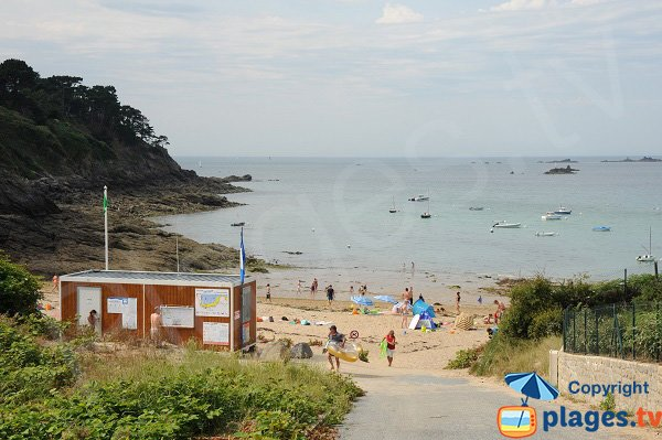 Photo of Fosse aux Vaults beach in Saint-Lunaire - France