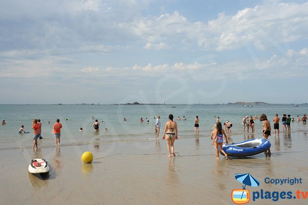 Swimming on the Fourberie beach in Brittany