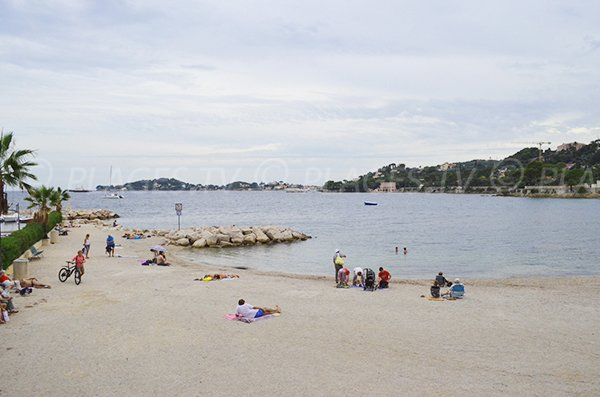 Bay of Fourmis beach in Beaulieu sur Mer in winter