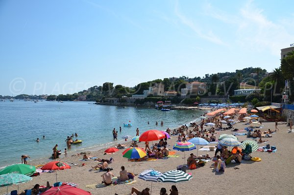 Fourmis beach in summer in Beaulieu