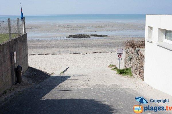 Accès à la plage du Fourneau de Granville