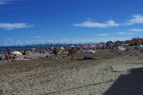Giochi per bambini sulla spiaggia di Port la Nouvelle