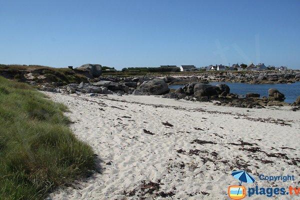 Crique avec du sable à Plouescat