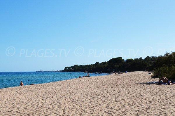 Extrémité de la plage de Funtanaccia avec vue sur Solenzara