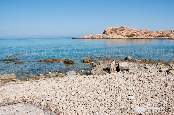 Vue sur l'île de Pietra depuis la calanche d'Ile Rousse