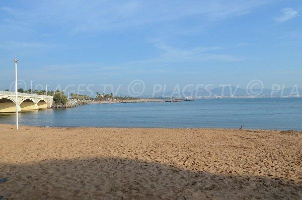 Plage de la Galiote face à la plage de l'étang de Villepey