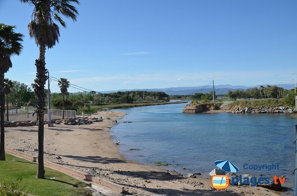 Beach behind the bridge - Galiote - St Aygulf