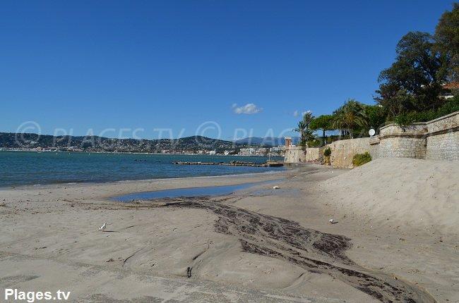 Spiaggia di Galizia nel mese di ottobre a Juan les Pins