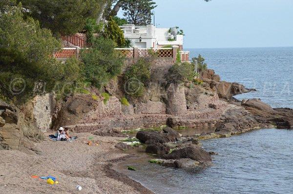 Piscine naturelle sur la plage de Garde Vieille à St Raphaël