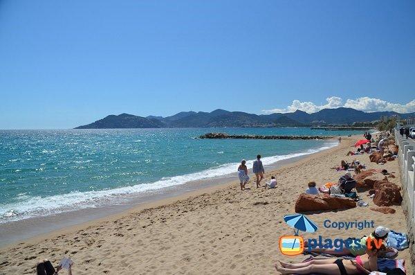 Photo de la plage de Cannes la Bocca Gare de Marchandise - vue Estérel