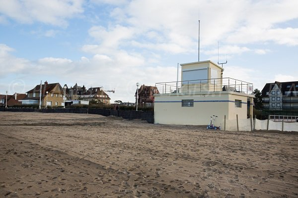 Rescue post at Garenne beach (Benerville - Tourgéville)