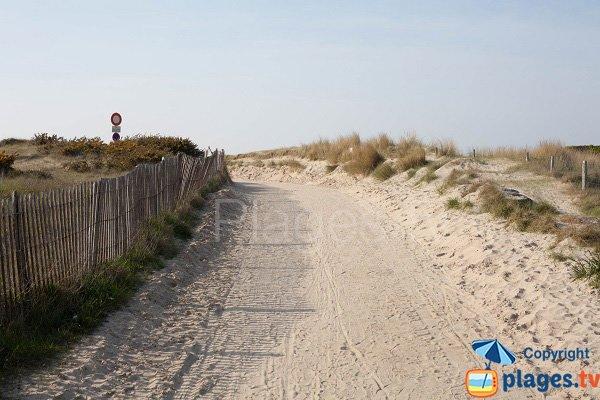 Sentier d'accès à la plage nord d'Hauteville