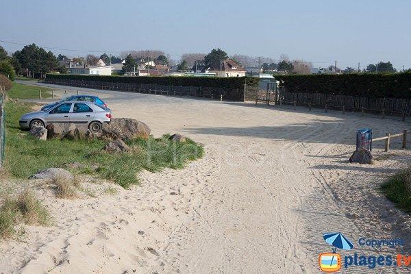 Parking de la plage des Garennes à Hauteville