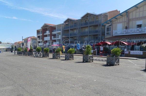 Restaurants and beach shop near the Garluche beach in Mimizan