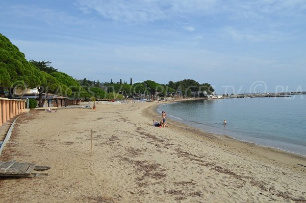 Garonnette beach in Ste Maxime with private beaches