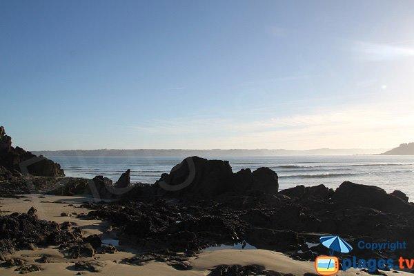 Vue sur le littoral des Côtes d'Armor depuis la plage de Locquirec