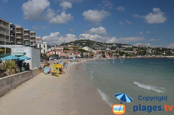 Zone étroite sur la plage de Gazagnaire - Cannes