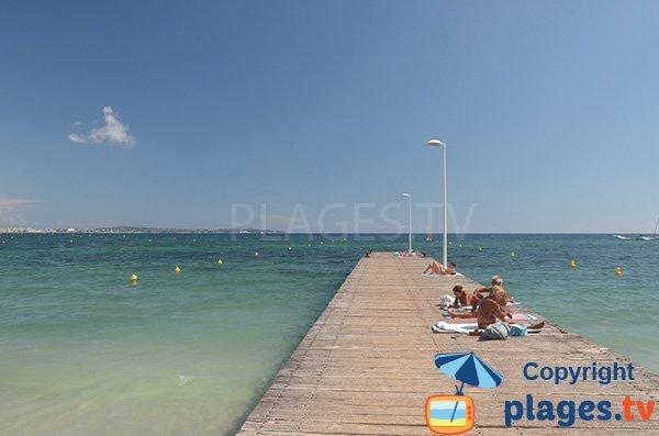 Ponton sur la plage de Gazagnaire - Cannes